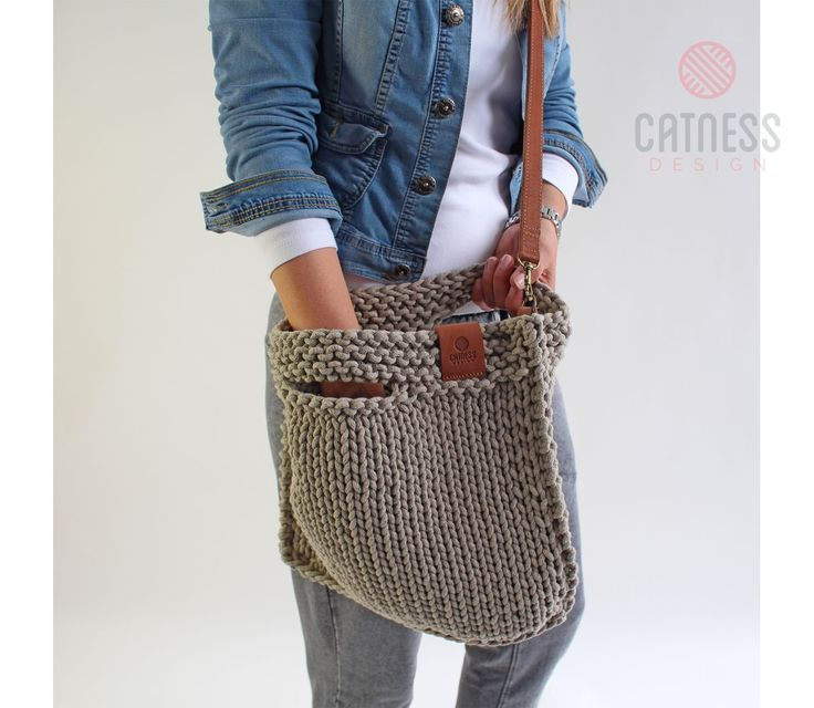 Hand-knitted purse with strap B117 | CatnessDesign