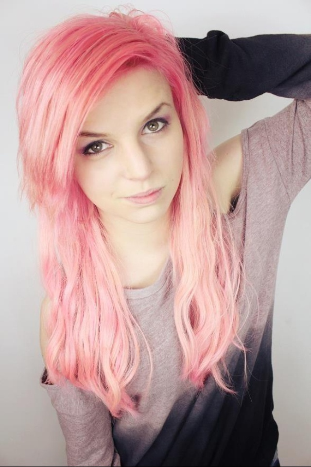 Emma Blackery looks perfect with any hair color oh wow