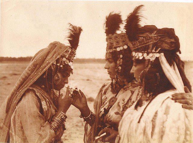 Femmes de la tribu des Ouled Naïl-1895