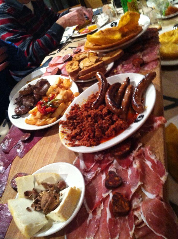Tablón Astur del restaurante Tierra Astur en la calle gascona de Oviedo