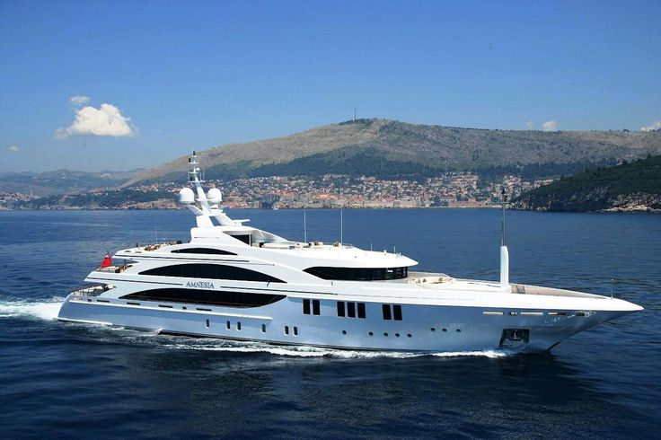 Wallpapers Luxury Boats - Botes y Yates Lujosos For more pictures please visit http://a-sea-of-luxury.tumblr.com/