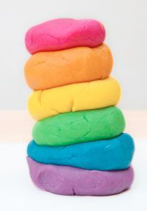L'arc en ciel des diversités (avec la même pâte à modeler à la base) http://www.bloghoptoys.fr/10-idees-pour-apprendre-la-tolerance-aux-enfants