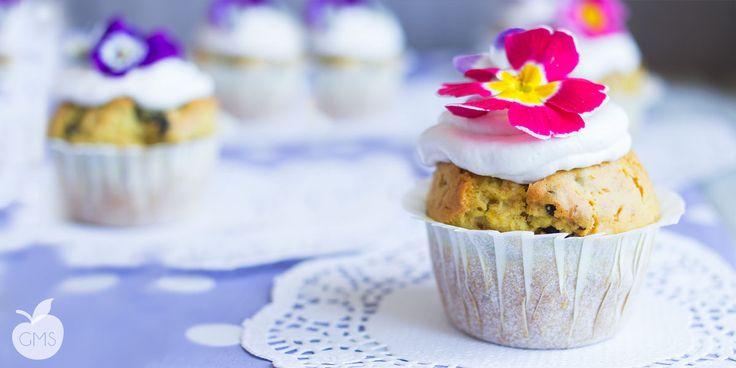 Muffin ai Mirtilli con Frosting al Cocco http://www.ilgolosomangiarsano.com/