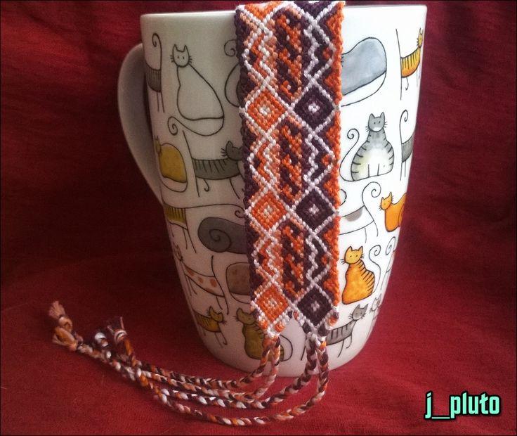 "Благодарность Nenvellon Hepessiel за ""двуликую"" идею.  http://friendship-bracelets.net/pattern.php?id=53160"