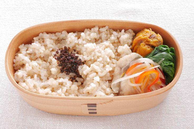 玄米ご飯190g(鉄火味噌)、鯵南蛮漬け、小松菜お浸し、きなかぼ