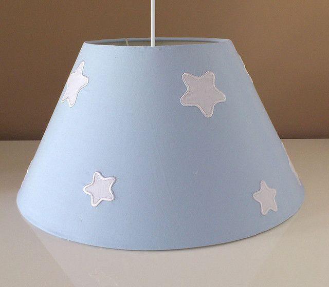 Lámpara infantil de techo azul con estrellas blancas