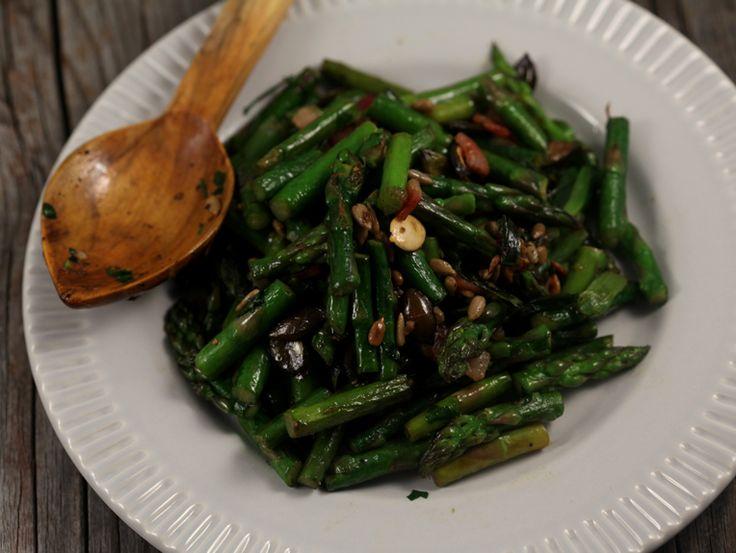 Sparanghel+cu+bacon,+ceapa+verde+si+seminte