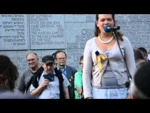"""▶ Na Umschlagplatz Maniucha Bikont i Raphael Rogiński wykonują pieśń """"Ejli, Ejli lama azawtani"""" - YouTube"""