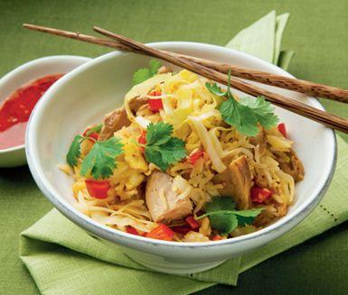 Stekt ris med tonfisk, grönsaker och ägg