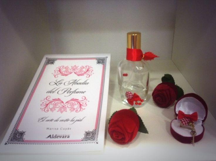 Feliz #diadellibro y #SantJordi un buen día para regalar un libro y un #perfume