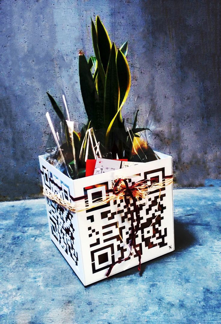 Vaso interattivo QR by NIKLA. #idearegalo #regalodinozze #listanozze #codeqr #vaso #vase #portavaso #metaldecor #homedecor #homedesign #gardenmilano #garden #piante #fiori #fioriera #vivai #verde #viemme61 #niklasteeldesign