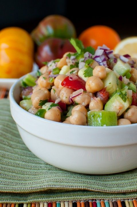 Chickpea salad with cucumber and tomato
