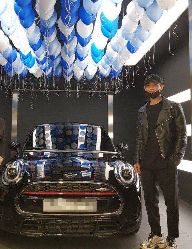 Shinee S Minho Spotted Finally Purchasing His Dream Car The Mini Cooper Shinee Shinee Minho Minho