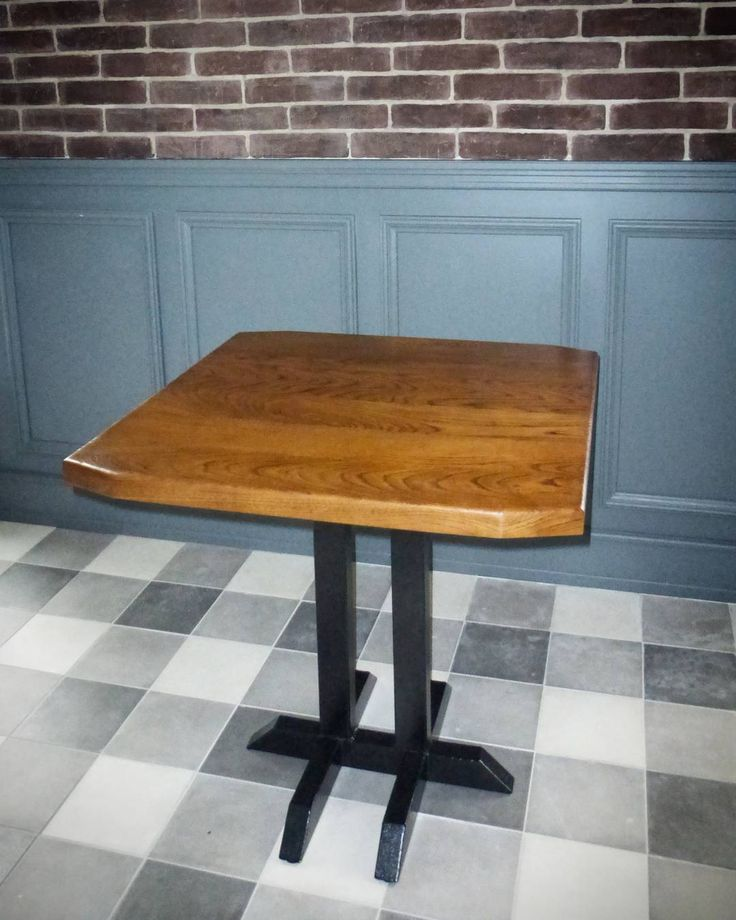 Один из столов изготовленный для будущего ресторана.Авторский дизайн.Фирменная отделка дуба.Металлическое подстолье под порошковой  краской.Клиент доволен а что может быть лучше этого. #woodporn #woodcraft #woodwork #wood #alexeyzudin #zudin disigne#дерево #loft #woodloft #woodfamily de alexeyzudin