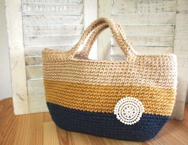 金茶とネイビーに染めた麻ひもでボーダーのバッグを作りました。