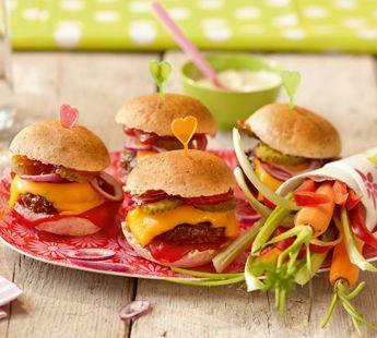 #Vega versie uiteraard! #receptie proof > Vrolijke mini-cheeseburgers met cheddar - Recept - Jumbo Supermarkten