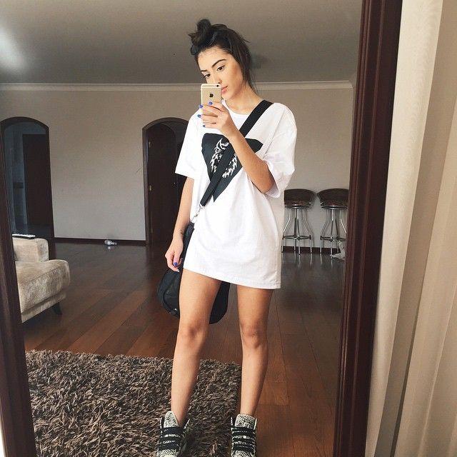 big shirt   sneaker   boy style   grunge   dress   simple   white  