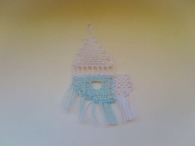 ビーズ32個のヴィエネツ4用の試し編み中です。これは雪景色の教会になる予定です。編んでいる様子などは↑写真をクリックして日記へ。091/20161205