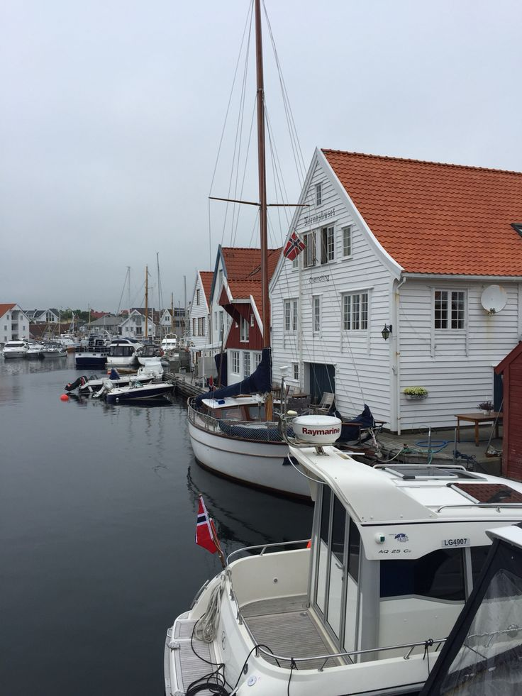 Nordsjøvegen Along the North Sea Route you will find this lovely charming and historical small city, Skudeneshavn on Karmøy Foto: Margareth Idsø