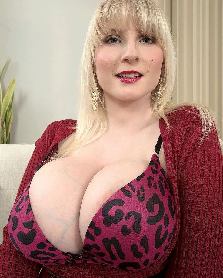 Busty Mature Picture 98