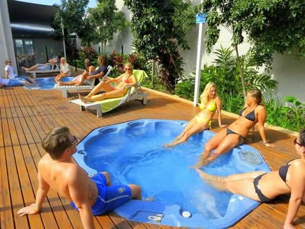 Nomads Byron Bay backpackers - Affordable luxury.