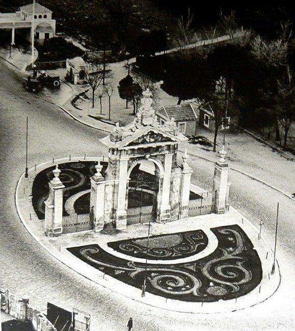Puerta de Hierro y la gasolinera del mismo nombre, año de 1950.