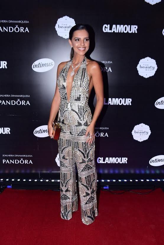 Dicas de vestidos, jumpsuits e ternos para festas. Looks metalizados, fendas e muita elegância no Prêmio Geração Glamour!
