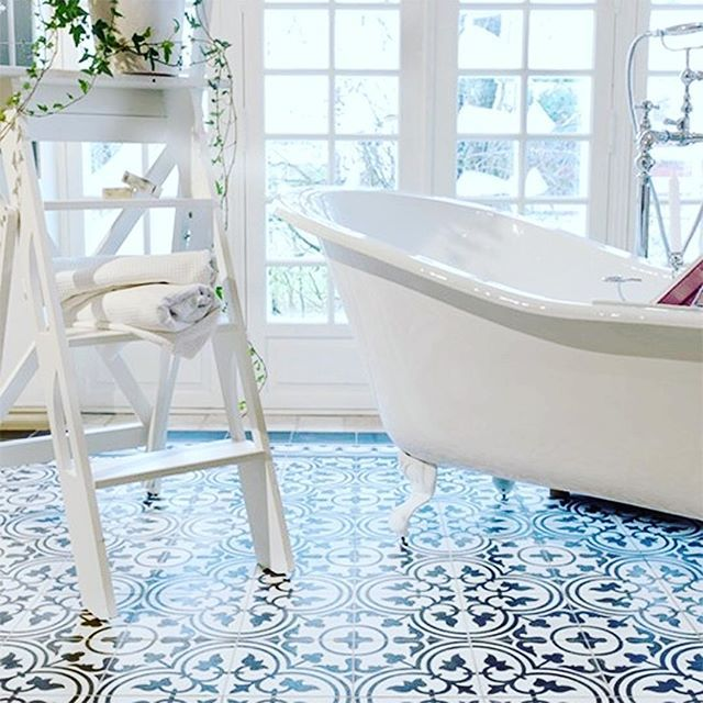 { H A N D M A D E }  This striking monochromatic bathroom featuring handmade Hydraulic Tiles laid in a mosaic pattern, brings a new face to a distinctive style.  Originating in France in the mid 19th Century, the Hydraulic Tile is quality personified.  Love this example that featured on @decofeelings blog X