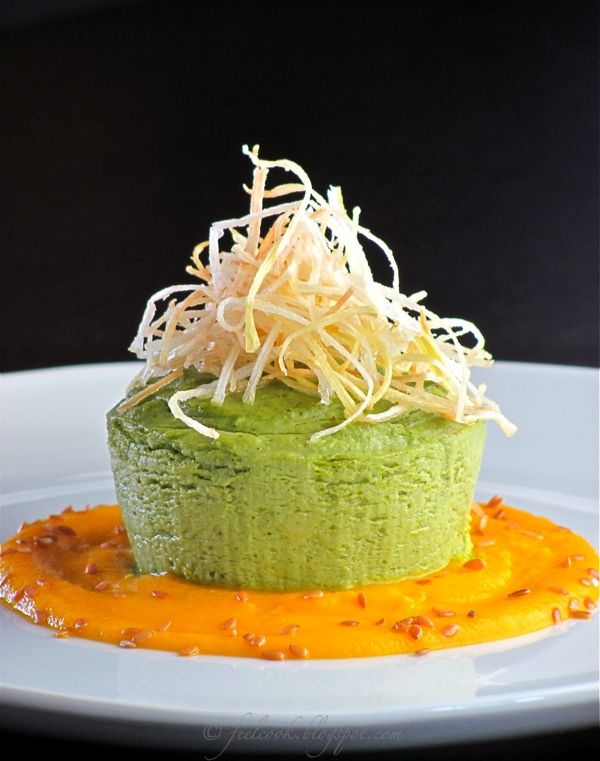 Sformatino di broccoli con crema di carote e porri croccanti