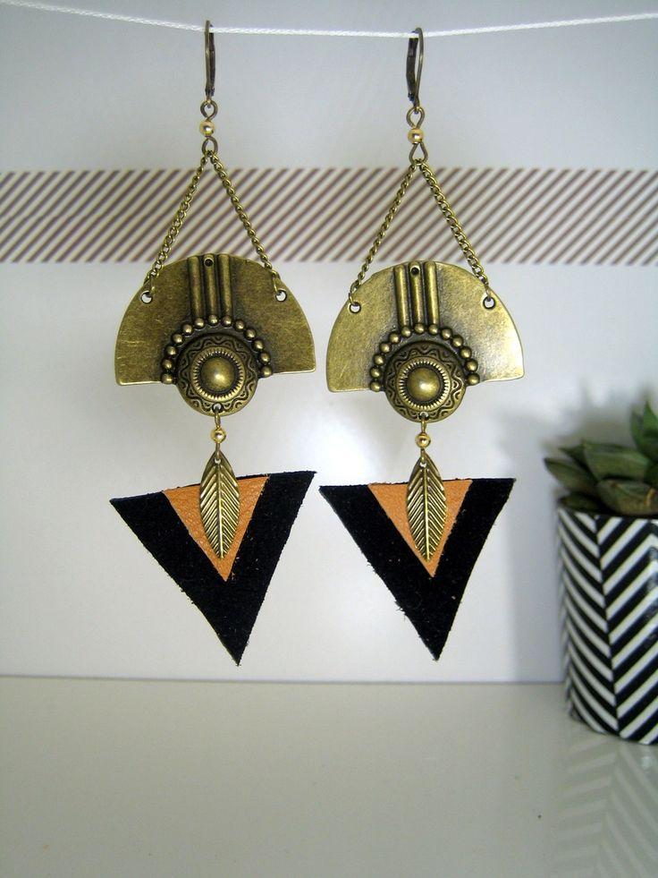 Boucles d'oreille ethnique bronze et cuir noir et camel : Boucles d'oreille par l-atelier-de-modoux