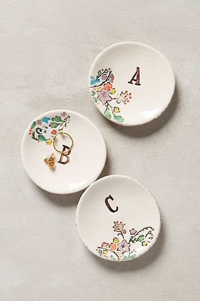 Monogram garland ring dish #anthrofave http://rstyle.me/n/swgxvnyg6