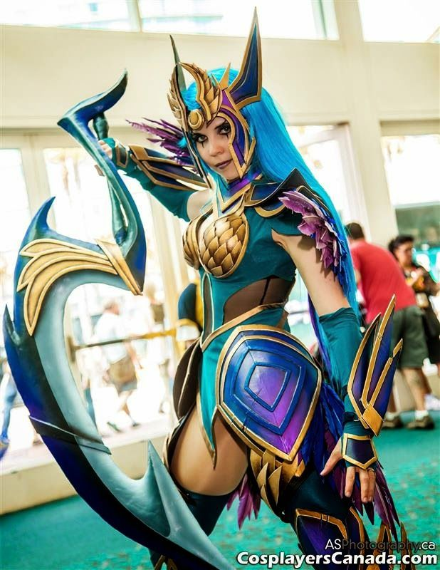 Cosplayers Canada: Dark Valkyrie Diana from League of Legends by Kamu...