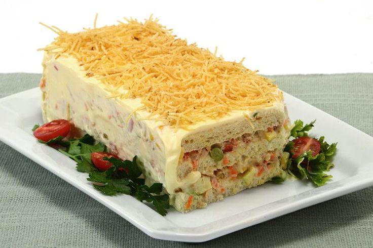 Aprenda esta receita de bolo salgado de salpicão, que é muito fácil de fazer e com certeza vai agradar a toda família nas festas de fim de ano!
