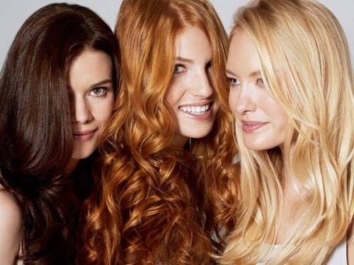 Tykt eller tynt hår - har hårfarge noe å si ?  Mange tror at de med mye mørkt hår alltid har tykkere hår enn de med lysere blondt hår. Hår tetthet er faktisk ganske uavhengig av farge og tone. Alikevel har forskere funnet ut at rødt hår ofte er litt tykkere enn andre fargetoner.  For å behandle hår og reparere hårets struktur, anbefaler vi DSD De Luxe 4.1 Dobbeltvirkende shampo, som bidrar til å stimulere hodebunnens mikrosirkulasjonen og forbedrer hårets struktur