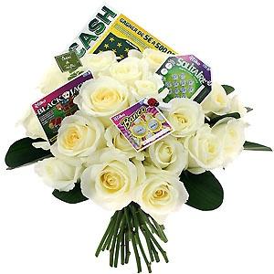 [ A VOUS DE JOUER ] Un Black Jack ©, un Banco ©, un Solitaire ©, un Cash ©, un trèfle à 4 feuilles, une coccinelle porte bonheur et de fleurs de saison. #jeux #grattage