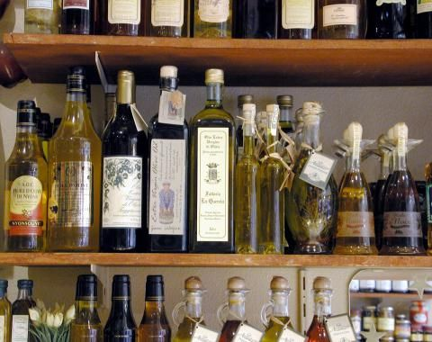 Things to check when buying Extra Virgin Olive Oil | The Farmville