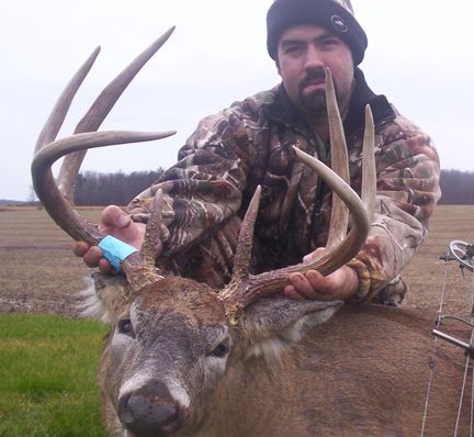 Ontario Monster Whitetails - King of the Woods Contest Weekly Winners 2010