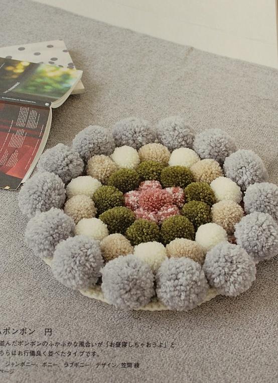 Es tendencia en decoraci n alfombras de pompones for Tejidos de alfombras