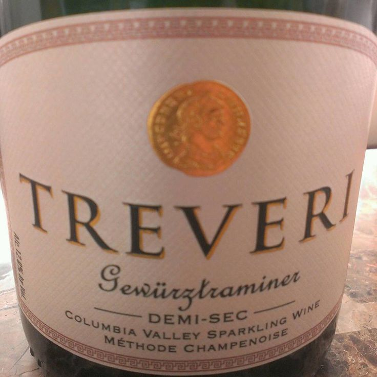 #sparkling #wine #bubbly #Treveri #Washington #gewurtztraminer #ColumbiaValley great with #pizza that has some #heat #hotsauce on it. I like this with the #buffalo #chicken pizza from #TinBrick #portownsend #thewineseller #VictoriaCooksey My video on how to open sparkling wine:  https://www.youtube.com/watch?v=WaoeJ6-Vgqk