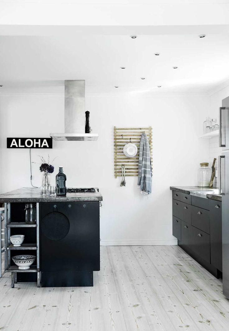 8. Svart kjøkkenøy til små kjøkken