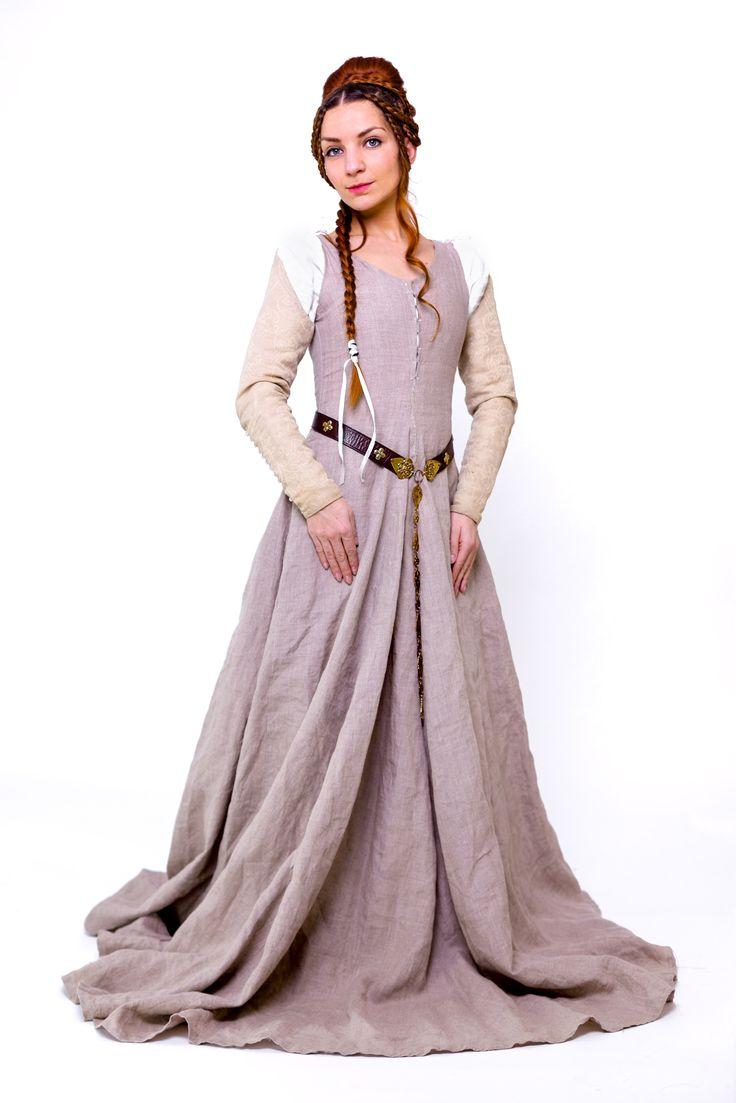 """""""Morgentau"""" Das feine, fließende, naturfarbene Leinen besticht durch seine Einfachheit. Die farblich harmonierenden Damast-Ärmel zum annesteln verleihen diesem Kleid seine schlichte Eleganz. Dieses Kleid eignet sich wunderbar für Mittelalter Märkte, Larp oder vlt sogar für eine märchenhafte Traum-Hochzeit?"""