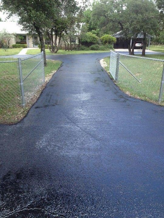 New asphalt driveway in Austin, TX | RS Asphalt Paving Company