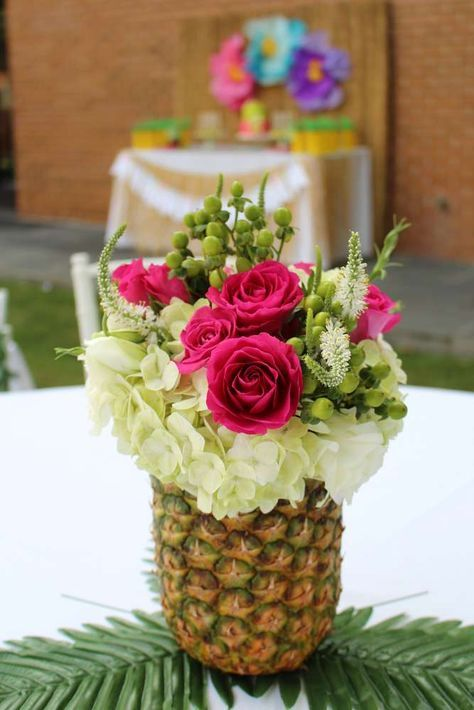 Julieta's Hawaiian 2nd Birthday Party | CatchMyParty.com