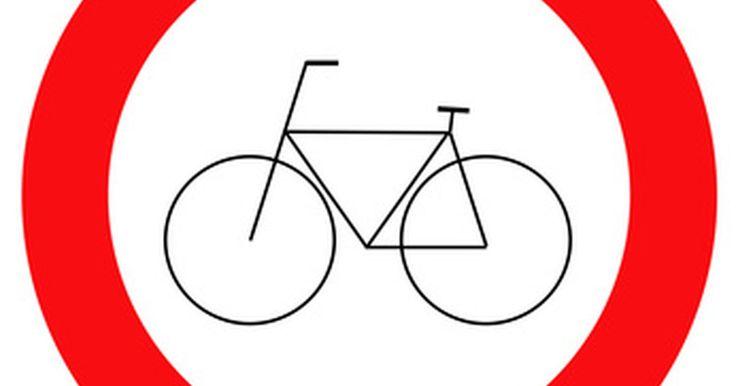 Como fazer uma bicicleta movida à gasolina. Bicicletas são um meio de transporte de baixo preço e prontamente disponíveis. Para aqueles que querem mais força do que as próprias pernas são capazes de oferecer, um motor à gasolina pode ser a opção certa para transformar uma bicicleta em um veículo mais útil. Há muitos projetos caseiros que usam pequenos motores de equipamentos de jardinagem, ...