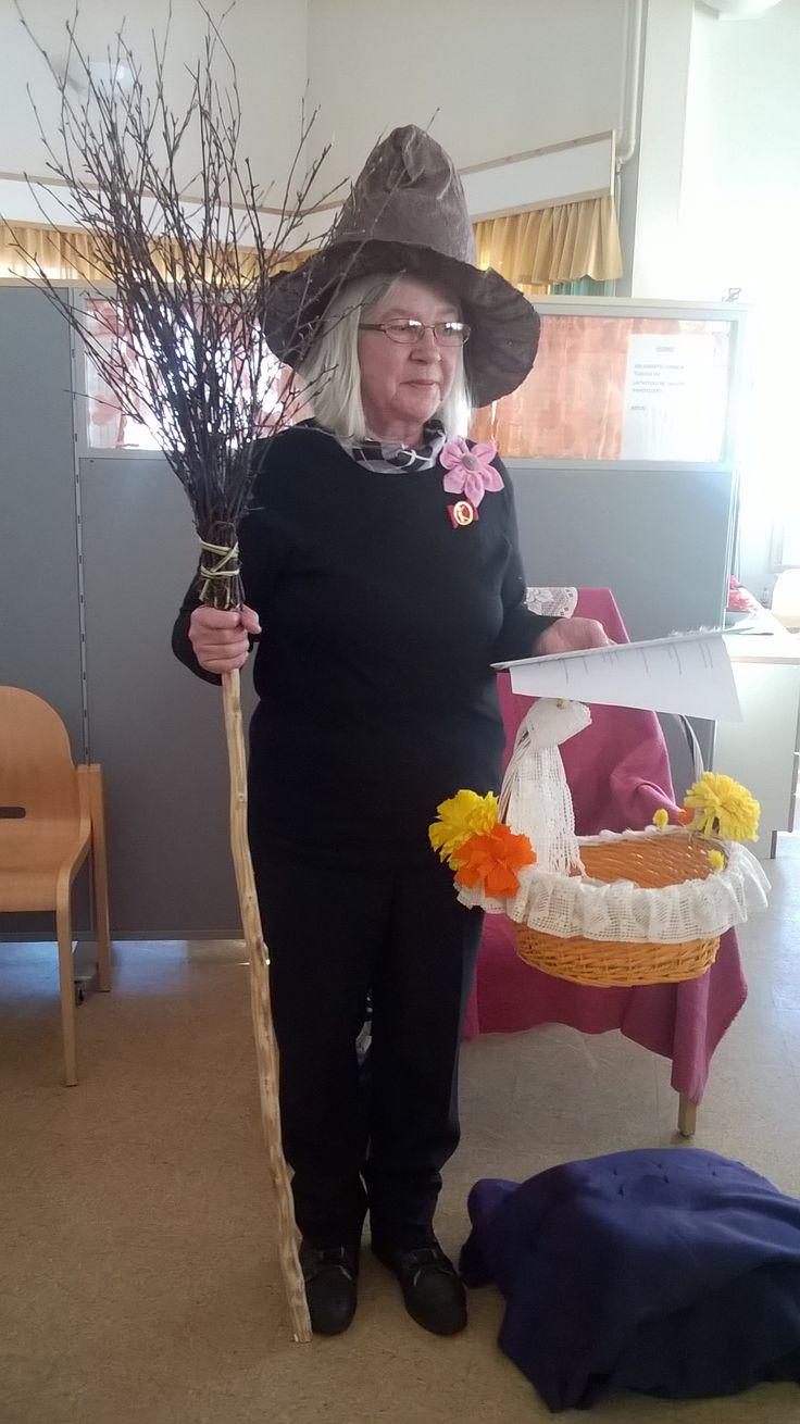 Pudasjärven kotihoidon eläkkeelle jäävä työntekijä, Raija Ronkainen luotsaa kanojensa munimien munien matkaa kotihoidon asiakkaiden iloksi!
