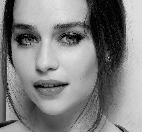 Emilia Clarke (October 23, 1986) British actress, o.a. known from 'Game of thrones'.
