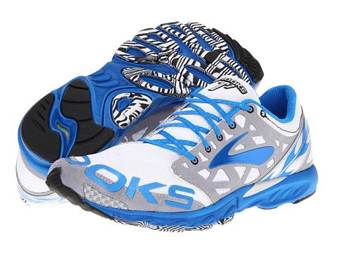 i'm dyinnnnngggg for these. #brooks #racers #T7