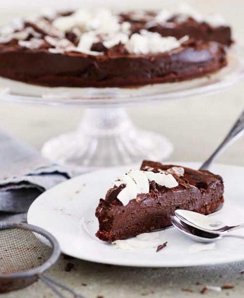Nepečený čokoládový dort z avokáda bez cukru, múky, vajec