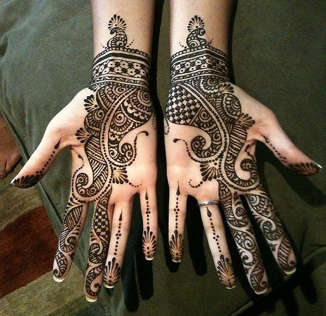 Anita bridal by Nomad Heart Henna, via Flickr.  Really like the use of positive and negative space.