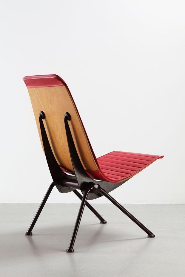 Jean Prouvé - Antony Chair (1955), versão com bainha de amortecimento, tubos de aço, madeira moldada e couro sintético